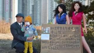 Di Cina Nenek Jual Boneka Demi Pengobatan Cucu Nya