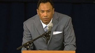 Alomar speaks at Hall of Fame induction ceremony