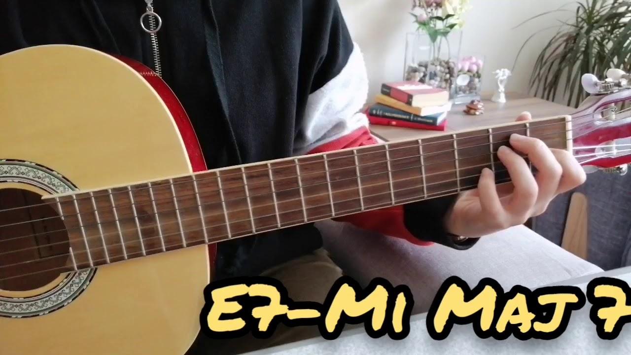 E7 - Mi Majör 7'li Akoru