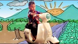 Anak Kecil Naik Vespa Mainan Anak Laki-laki | Little Boy Riding A Vespa