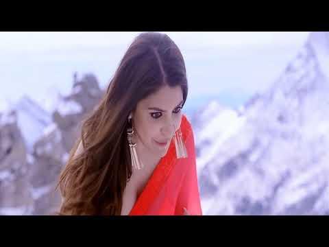 Anushka Sharma sexy cleavage in saree thumbnail