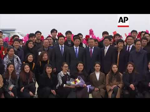 Group of Chinese performers arrive at Pyongyang airport