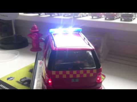 Die cast WORKING LIGHTS Model bil  1/18 Fire officer/INDSATSLEDER Copenhagen Fire Brigade