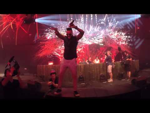 Bassjackers B2B Shermanology at Tomorrowland 2014 (Week 2) with multiple champagne showers!