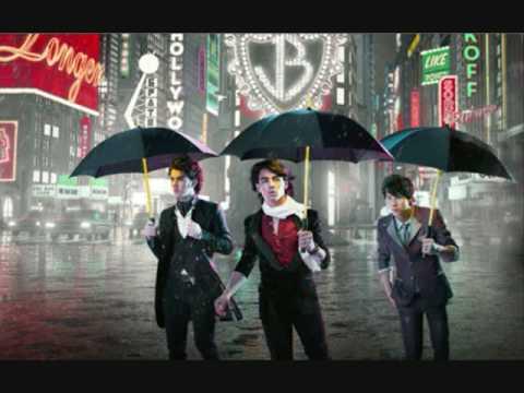 Lovebug;; Jonas Brothers Lyrics and Piano Melody