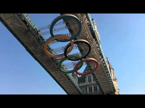 London 2012: Tower Bridge opens & closes with moving Olympic Rings (realtime)