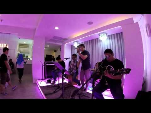 Hysteria - Muse cover [Acoustic Gig]