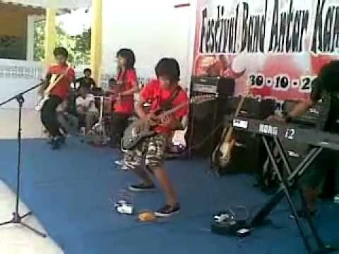 Maradika band - jatuh cinta lagi Live in STIK (Palu)
