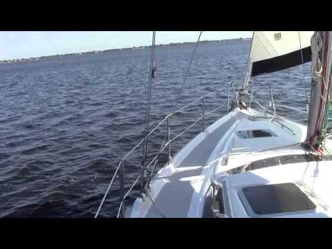 Hunter - Under sail