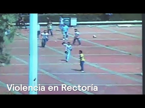 """""""Porros"""" violentan a estudiantes del CCH Azcapotzalco en Rectoría de la UNAM"""