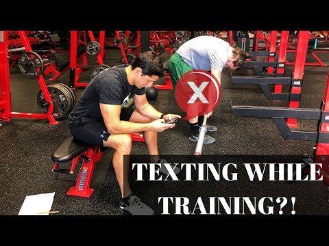 3 Worst Trainer Habits: Texting While Training