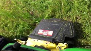 Video John Deere X500 in deep grass download MP3, 3GP, MP4, WEBM, AVI, FLV Juli 2018
