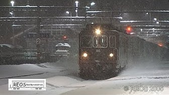 2005-02 [SDw] Bahnhof Kandersteg at NIGHT with HEAVY SNOWFALL, BLS and SBB in real winter, AMAZING!