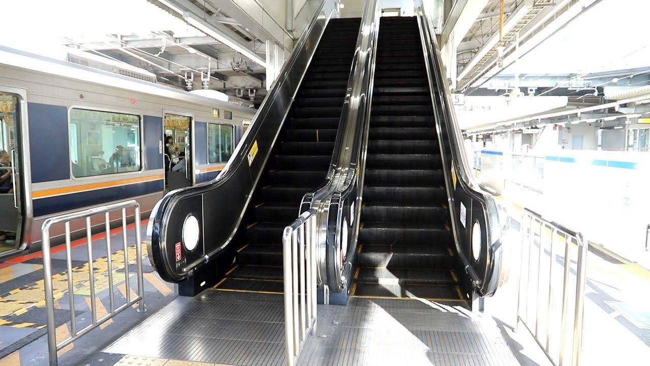 【東芝製】JR高槻駅ホーム 昇りエスカレーター