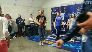 Танцы на ТНТ: Юля Николаева и Ко в переходе метро