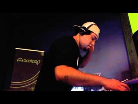 R3hab & Deorro - Flashlight [Rip]