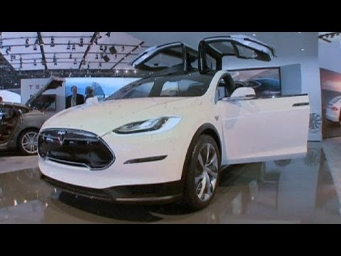 Tesla'nın yeni elektrikli otomobili şarjı bitene kadar 400 kilometre gidiyor - corporate