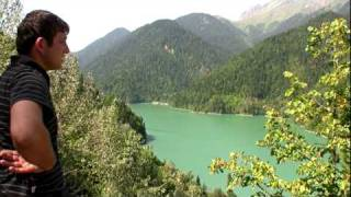Поездка на озеро Рица (Абхазия), ч.1.(Экскурсионная поездка на горное озеро Рица (Абхазия) на УАЗе. Высота озера 850 метров над уровнем моря. Сентяб..., 2010-01-18T07:34:55.000Z)