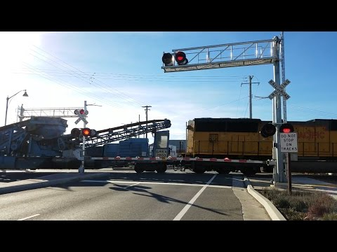 Florin Road Railroad Crossing, UP 2705 Ballast MoW Work Train Southbound, Sacramento CA