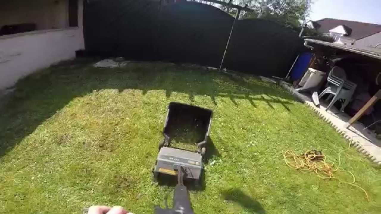 scarifier une pelouse scarification du gazon youtube. Black Bedroom Furniture Sets. Home Design Ideas