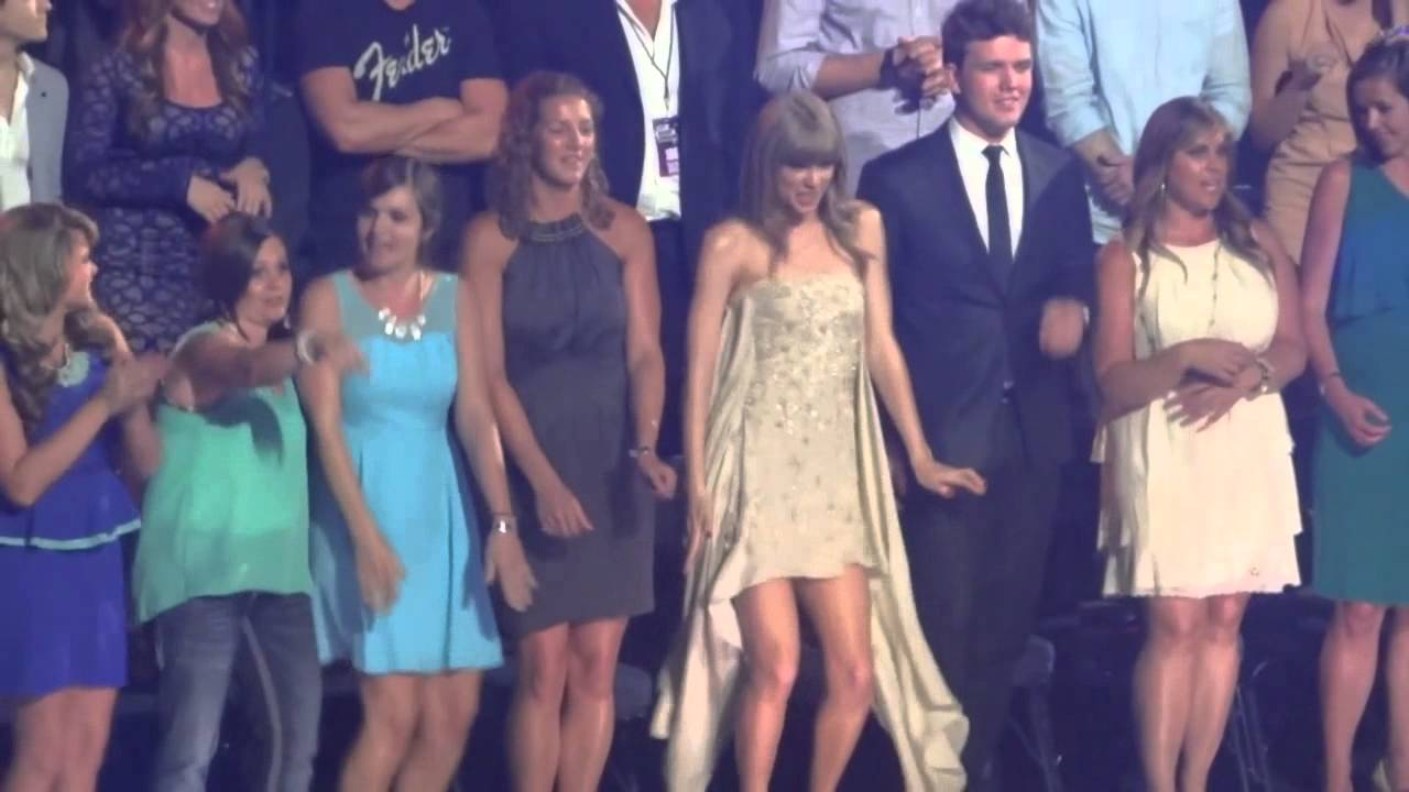 Taylor Swift Dancing To Quot Cruise Quot At Cmt Awards Youtube