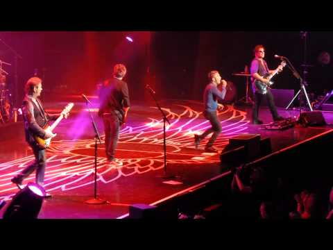 """Journey """"Only The Young & Guitar Anthem"""" Rogers Arena, Vancouver, July 11/15"""