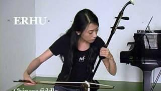 Yang Xue demonstrates the erhu