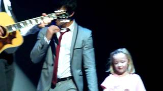 Jonas Brothers 21/11 Wembley Arena-I gotta find you-Joe brings girl on stage! HD