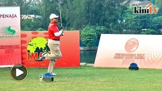 Najib takes part in Ahmad Zahid Hamidi golf tournament