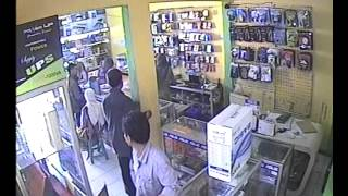 komplotan pencuri saat beraksi di toko komputer banjar patroman