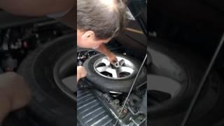 Как менять колесо в bmw x5. Ржака. Прикол. Приколы на дороге. Спящий