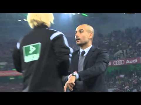 Pep Guardiola: Schmuse-Attacke auf Schiedsrichterin