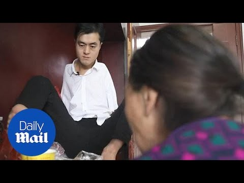 Armless man provides care for sick mother using his FEET!