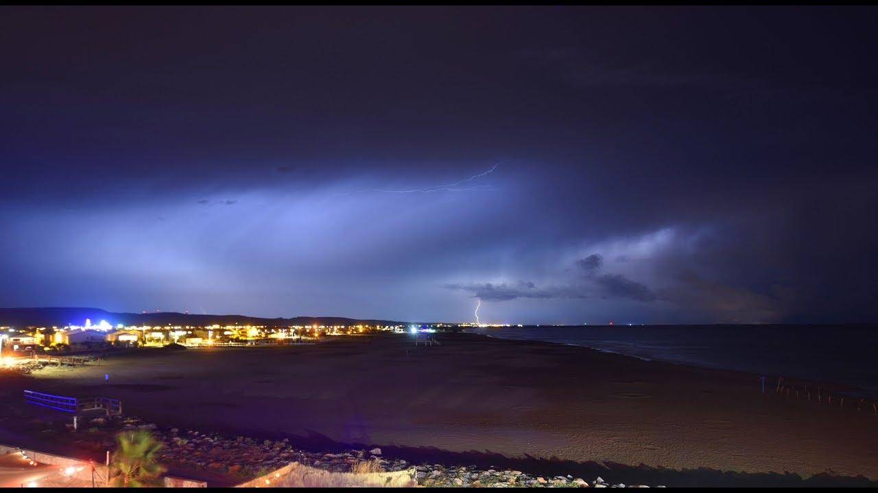 Plage Des Chalets A Gruissan nuit orageuse à gruissan - plage des chalets