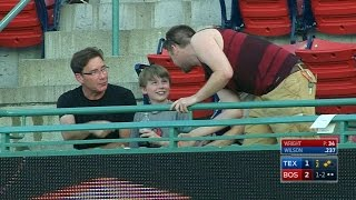Repeat youtube video Fan catches foul, gives ball to young kid