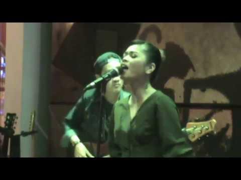 Lebih Indah - Adera , Cover Song by Della Firdatia with Soda Lounge Friends, Jogja