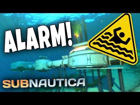 Basen KOLLAPSER! (base-bygging) | Subnautica #1.9