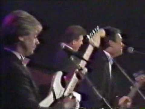 The Fortunes L@@K You've Got Your Troubles ♫ LIVE TV 1989 Belgium (Roger Cook Greenaway)