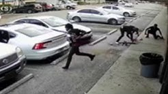 4 thieves rob victim at gunpoint outside liquor store in Lauderdale Lakes