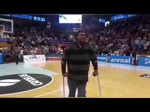 O Pazo dos Deportes de Lugo ovaciona a Jimmy Wright