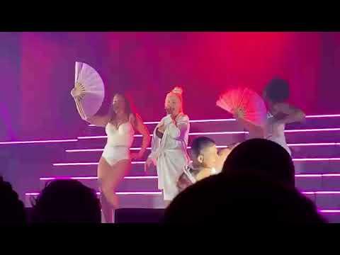 Christina Aguilera  Express + Lady Marmalade  Liberation Tour