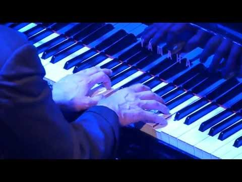 Jools Holland Bumble Boogie Live Piano Close-up, Amsterdam 2013