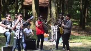 Video RadioSKA - Kupu-Kupu Kaca (Bandung Inikami Orcheska Cover) - Nature's Law Music Camp 2015 download MP3, 3GP, MP4, WEBM, AVI, FLV Juni 2018