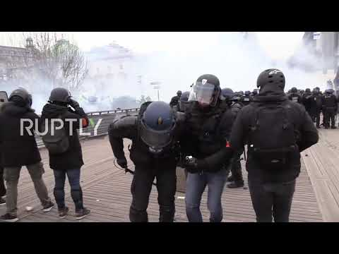 France: Clashes hit Paris as 'Yellow Vests' protest for eighth straight week