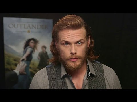 outlander---sam-heughan-surprises-some-outlander-fans!