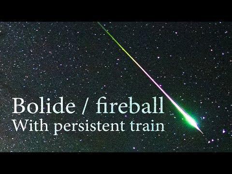 Fotografo cattura la rarissima esplosione di una meteora