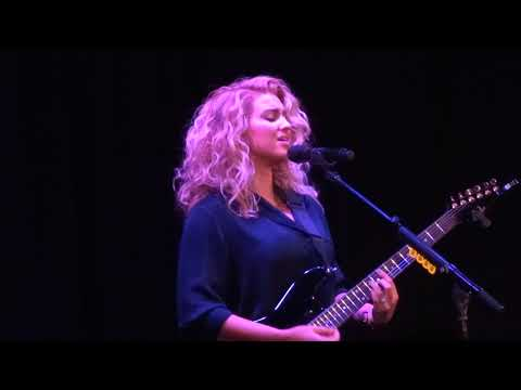 "Tori Kelly - ""Don't You Worry 'Bout a Thing"" (Live in Los Angeles 12-13-17)"
