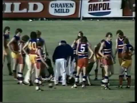 Footscray verses Fitzroy at the Western Oval April 12, 1975.   Last quarter.