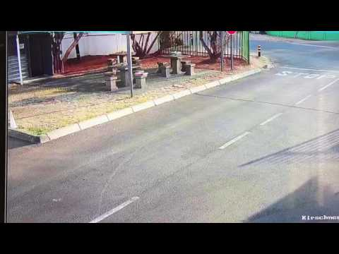 20170725 Young white boy steals bags from cars. Boksburg South Africa