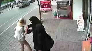 Adana'da tesettürlü kızlara alçak saldırı